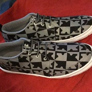 Men's Under Armour casual sneakers size 11